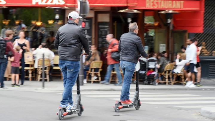 Halálos baleset történt elektromos rollerrel Párizsban