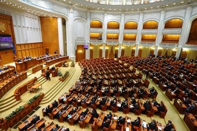 Túlélte az RMDSZ által is támogatott bizalmatlansági indítványt a kormány
