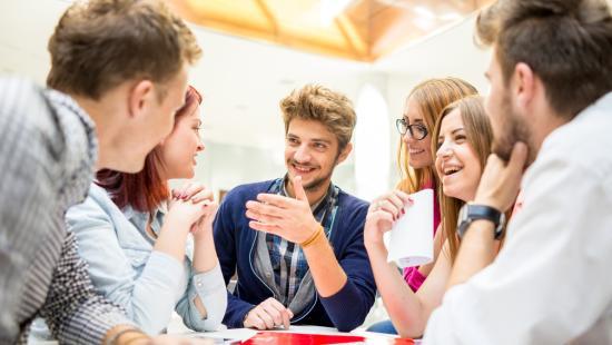 Új alapokra helyeződnek a munkaviszonyok Romániában