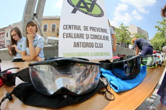 Felvilágosítás járókelőknek a drogellenes világnapon