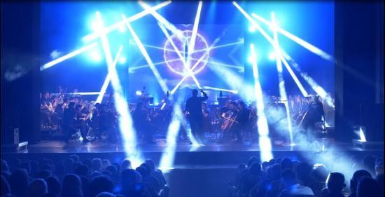 Elektro-szimfonikus évadzárás az operában, kolozsvári vállalkozónőkkel