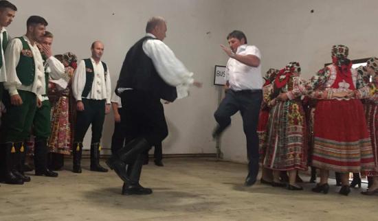 Inaktelki falunap tánccal, nótaszóval