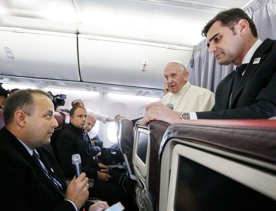Ferenc pápával a fellegek fölött: egy újságíró élménybeszámolója