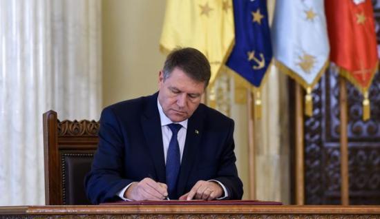 Iohannis kihirdette a nyugdíjtörvényt