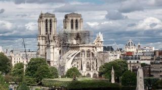 Törvényt fogadtak el a Notre Dame helyreállításáról