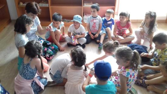 Játékos román tábort szerveztek a Téka Alapítványnál