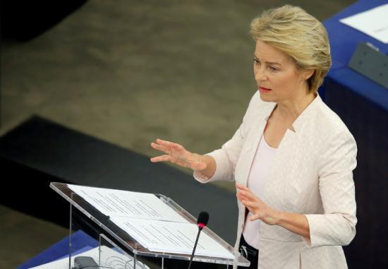 A migrációt és a jogállamiságot is szóba hozta Ursula von der Leyen Varsóban
