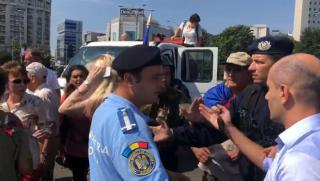 Augusztus 10. - Dulakodás a kormány épülete előtt. Mit mond Iohannis?