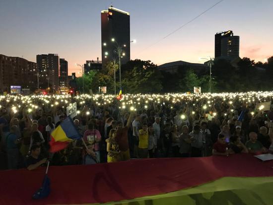 A kormány ellen tüntet Bukarestben a román diaszpóra és az ellenzék