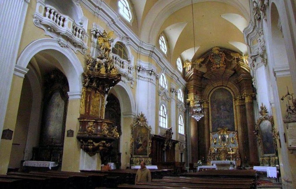 A piarista templomban évszázadok óta búcsút is tartanak ezen a napon