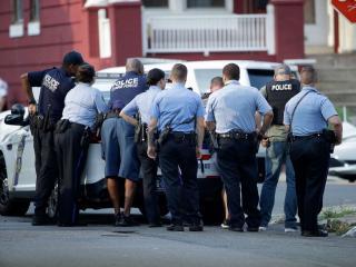 Lövöldözés túszejtéssel Philadelphiában, több rendőrt meglőttek