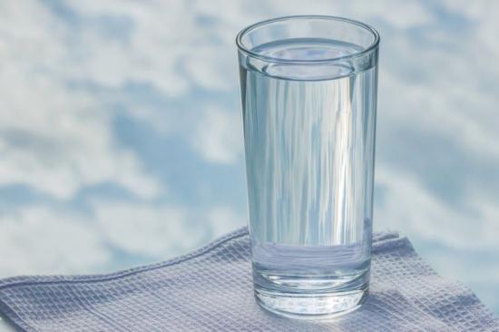 Nem valószínű, hogy károsítják az egészséget az ivóvízben lévő műanyagszemcsék