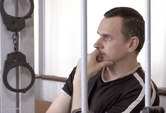 Moszkvába szállították Oleh Szencov elítélt ukrán filmrendezőt