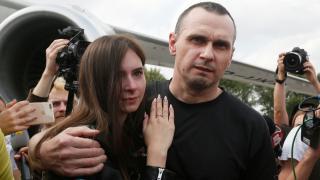 Orosz-ukrán fogolycsere – Oleh Szencov krími ukrán filmrendező is kiszabadult