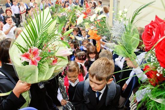 Több mint 2,8 millió óvodás és iskolás kezdte el a tanévet