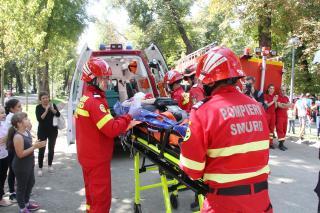 Ajándék mentőautó a tűzoltók, rohammentősök napján
