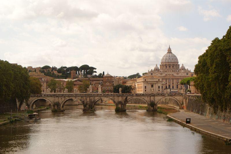 A Szent Angelo híd és a Szent Péter-bazilika