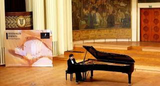 Tomboló közönség– fantasztikus zongoraest
