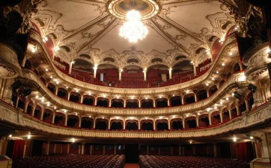 Évadot ismertettek a Román Színházban