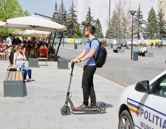 Veszélyes is lehet az elektromos rollerek használata