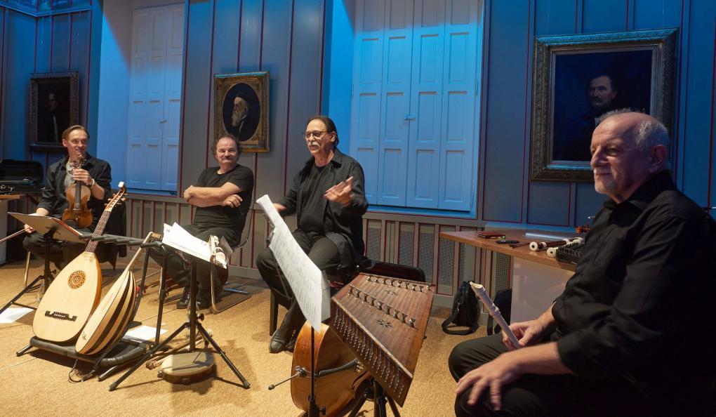 Könyvbemutatóval fűszerezett Barozda-koncert