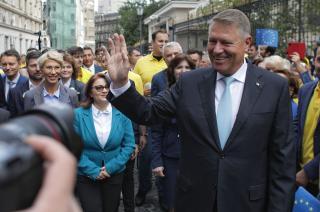 Benyújtotta jelöltségét Iohannis