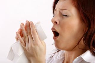 Kezelni kell az allergiás tüneteket