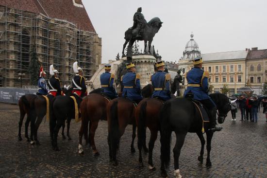 Csendőrök lóháton – a Főtéren