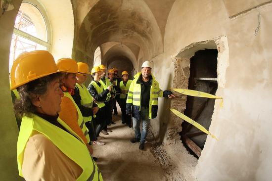 Építőtelepi látogatáson jártunk: felújítják a szamosújvári ferences épületegyüttest