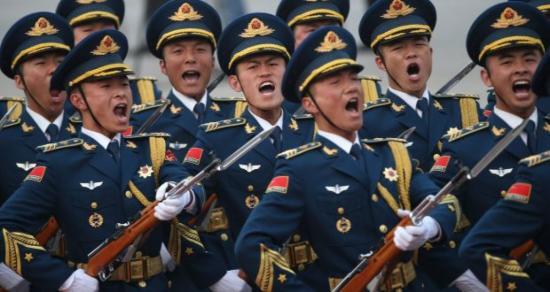 Katonai parádéval ünnepelték Pekingben a hetvenéves Kínai Népköztársaságot