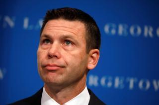 Távozik posztjáról az amerikai ügyvivő belbiztonsági miniszter