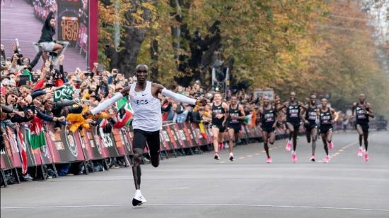 Eliud Kipchoge az első ember, aki két órán belül futotta a maratont