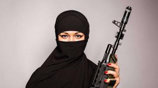 Huszonöt és harminc év börtönbüntetést kapott a párizsi női dzsihadista kommandó két legfőbb tagja