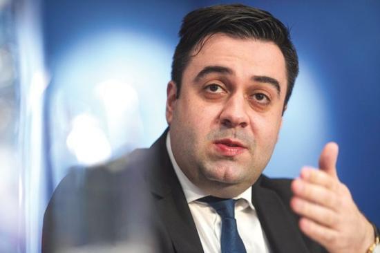 A szállításügyi miniszter állítólag akadályozni próbálta ellenzéki képviselők Bukarestbe jutását a bizalmatlansági indítvány napján