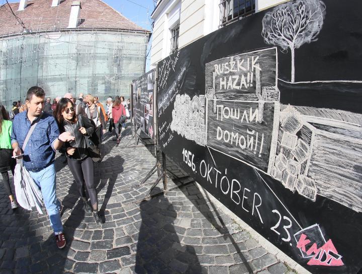 Főhajtás, hála és virág a magyar ötvenhatosok emléke előtt