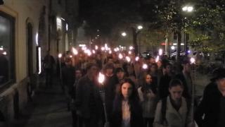VIDEÓ - Fáklyás menet 1956 emlékére Kolozsváron