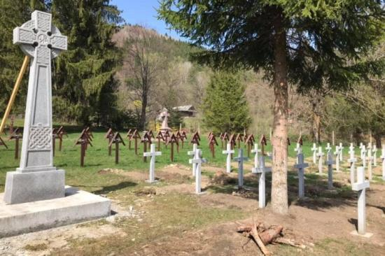 Úzvölgyi katonatemető - Dărmănești polgármestere kitüntette a júniusi temetőfoglalókat
