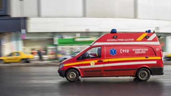 Ittas sofőr vezette kocsival ütközött egy anyát és újszülött gyermekét szállító mentőautó
