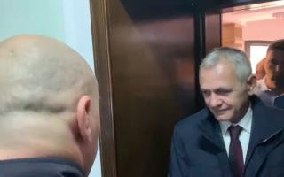 VIDEÓ - Dragnea néhány percig a bíróság előtt