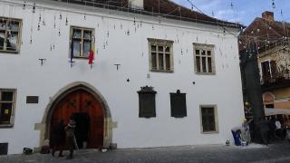 VIDEÓ - Befejezték a Mátyás király szülőháza homlokzatának tatarozását