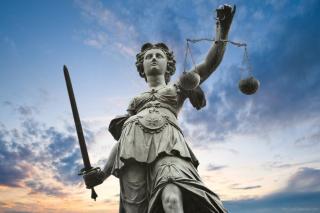 A jogállam és a kettős mércék