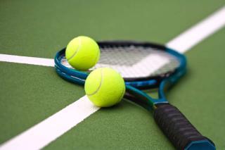 Rafael Nadal meccslabdát hárítva fordított az ATP-vb-n