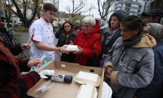Hajléktalanoknak főztek a refis szakácsjelöltek