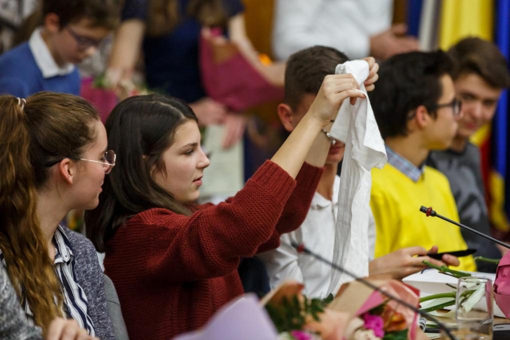 Jutalmazta Kolozsvár a tanulóbajnokokat és tanáraikat