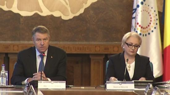 Iohannis és Dăncilă vita helyett párhuzamos rendezvényeken támadták egymást