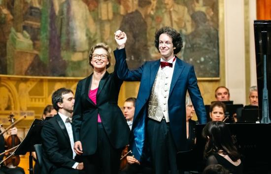 Paródia, ringató szerenád, örömteljes hozsánna – Mozart C-dúrban