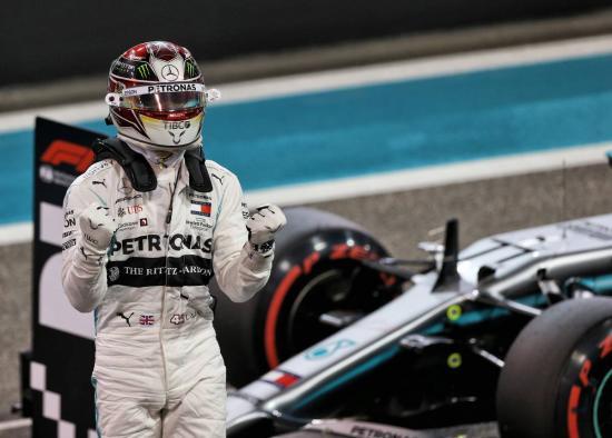 Hamilton nyerte az idényzáró futamot