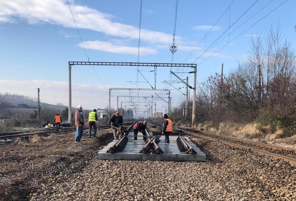 A Román Vasúttársaság máris hozzálátott a sínfektetéshez