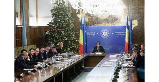 A kormány a mandátumát kockáztatva akar hatályba léptetni három törvényt