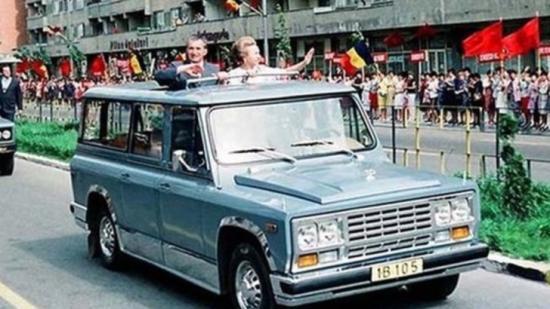 Árverésen kelt el Nicolae Ceauşescu terepjárója